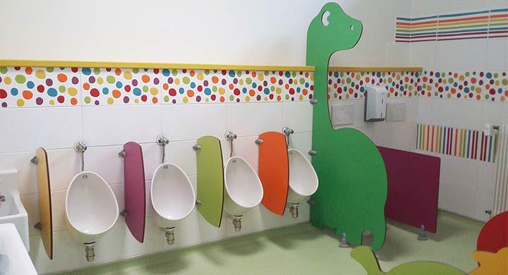 Ecole maternelle de Nérac (47) - Séparations de toilettes et urinoirs maternelles en stratifié compact (SU600, DIPLO, CUBO)