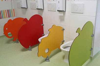 Ecole maternelle de Nérac (47) - Séparations de toilettes petite enfance (FANTO, POMMO, OTO)
