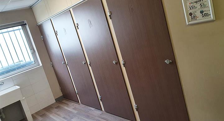 UNIK FITNESS Chambéry - Cabines en stratifié compact SCOLA 2.5 pour douches